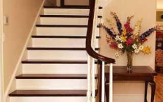 Самодельная деревянная лестница на металлическом каркасе