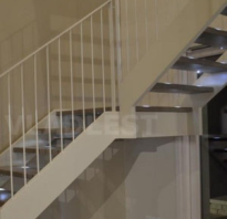 Недорогая деревянная лестница