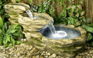Оригинальный дачный фонтан своими руками